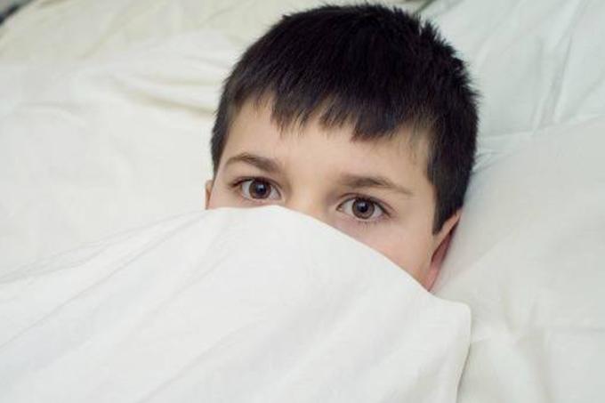Crianças-com-medo-de-dormir-sozinhas