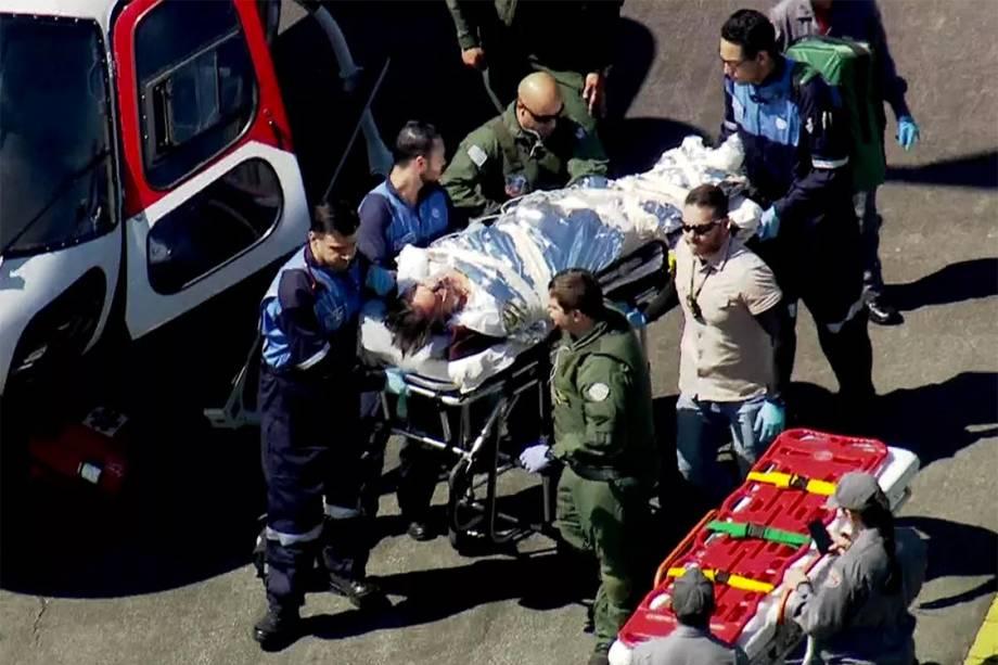 Jair Bolsonaro deixa helicóptero para ser levado de ambulância ao Hospital Albert Einstein, em São Paulo - 07/09/2018