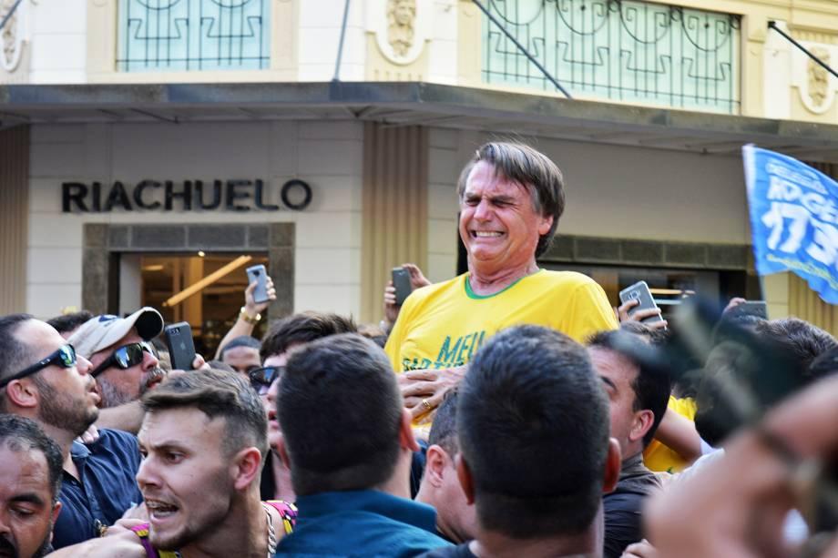 O candidato à Presidência da República, Jair Bolsonaro (PSL), é esfaqueado durante campanha em Juiz de Fora (MG) - 06/09/2018