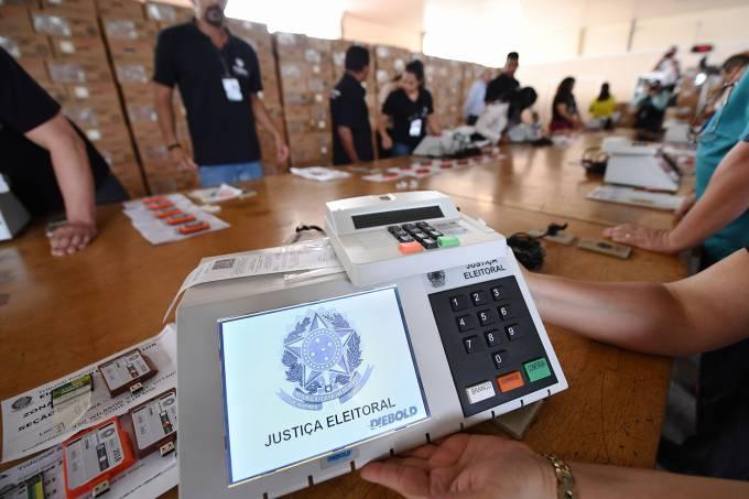 Justiça Eleitoral testa urnas eletrônicas