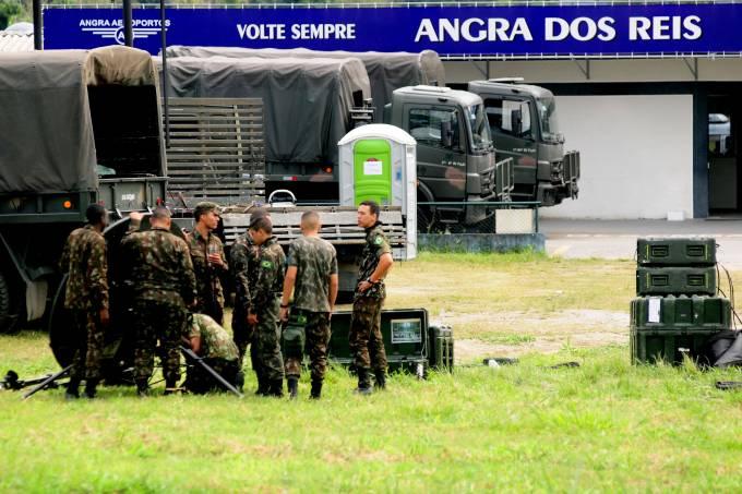 Exército faz operação em Angra dos Reis