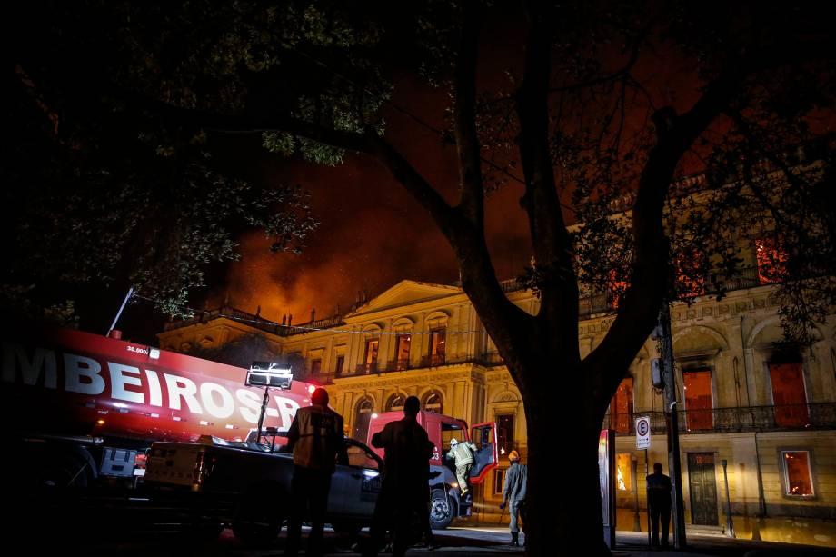 Um incêndio de proporções atingiu, no começo da noite de domingo, o Museu Nacional do Rio de Janeiro, na Quinta da Boa Vista, em São Cristóvão - 02/09/2018
