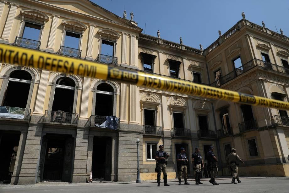 Policiais do município do Rio de Janeiro fazem a segurança do Museu Nacional que está interditado após incêndio - 03/09/2018