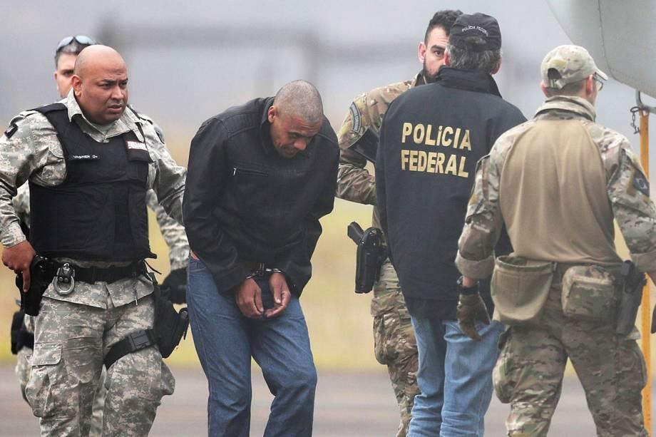 Policiais federais escoltam Adelio Bispo de Oliveira durante transferência para presídio federal em Campo Grande (MS). Adelio é suspeito de esfaquear Jair Bolsonaro durante ato eleitoral em Juiz de Fora (MG) - 08/09/2018