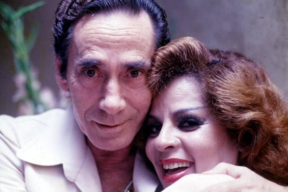 O cantor Nelson Gonçalves ao lado da cantora Ângela Maria