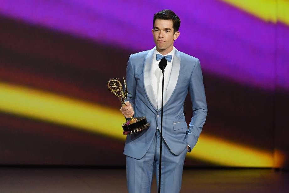 John Mulaney vence na categoria de Melhor roteiro de especial de variedades, durante o Emmy Awards - 17/09/2018