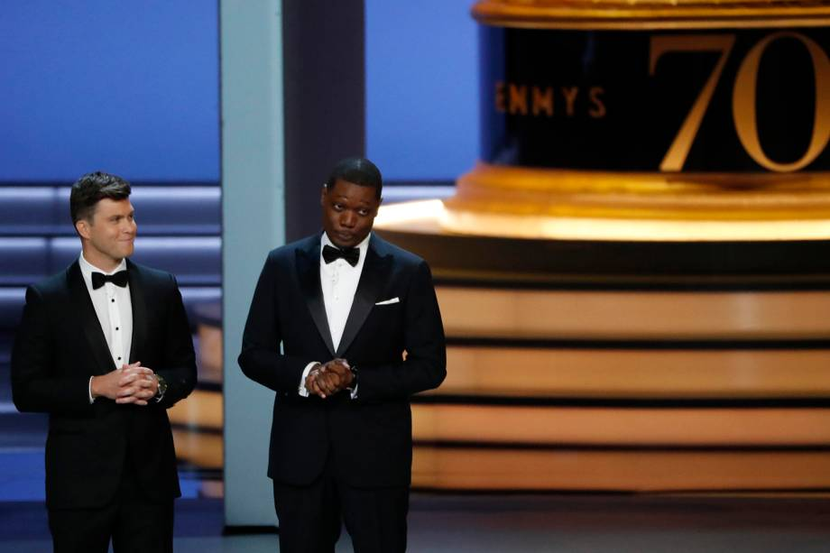 Hosts Colin Jost and Michael Che durante a cerimônia de premiação do Emmy Awards - 17/09/2018