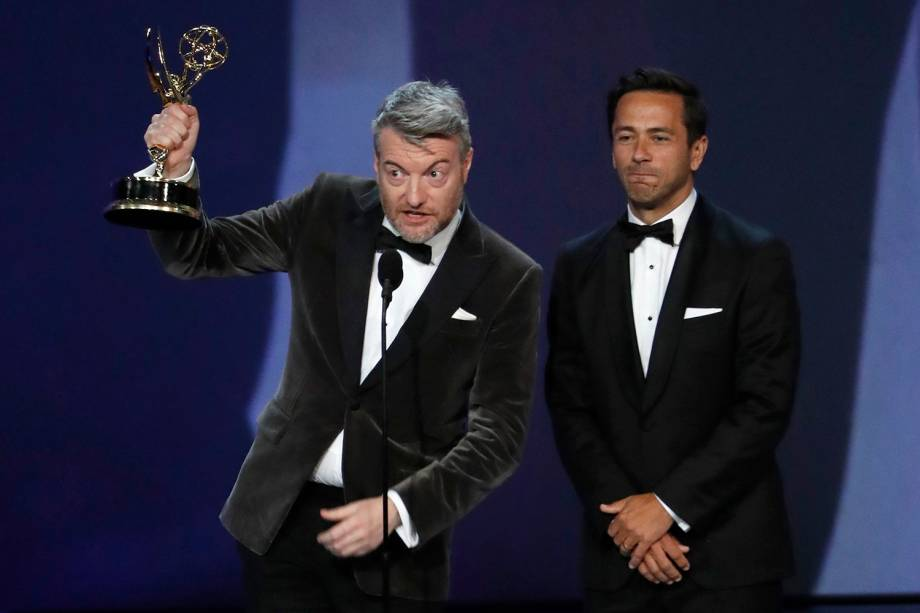 William Bridges e Charlie Brooker vencem na categoria de Melhor roteiro em minissérie ou filme feito para TV, durante o Emmy Awards - 17/09/2018