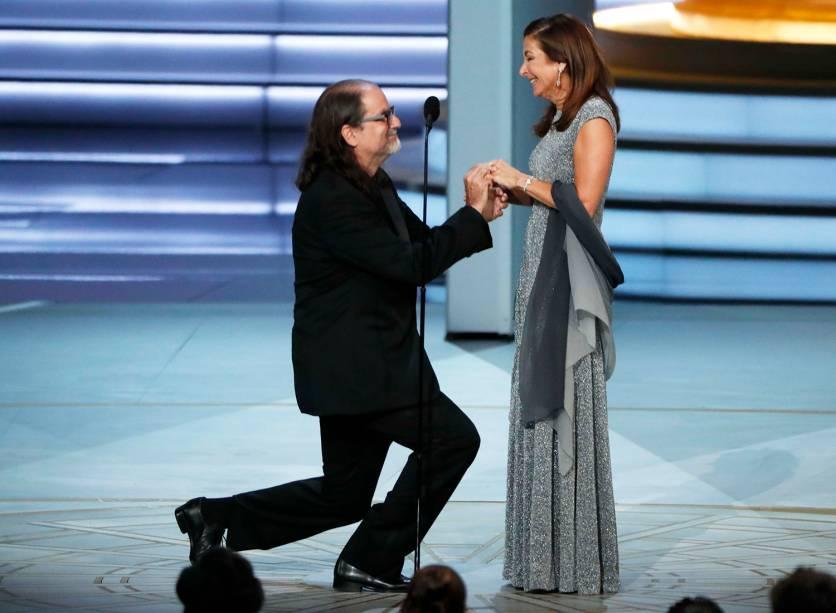 Glenn Weiss pede Jan Svandsen em casamento durante a cerimônia do Emmy Awards - 17/09/2018