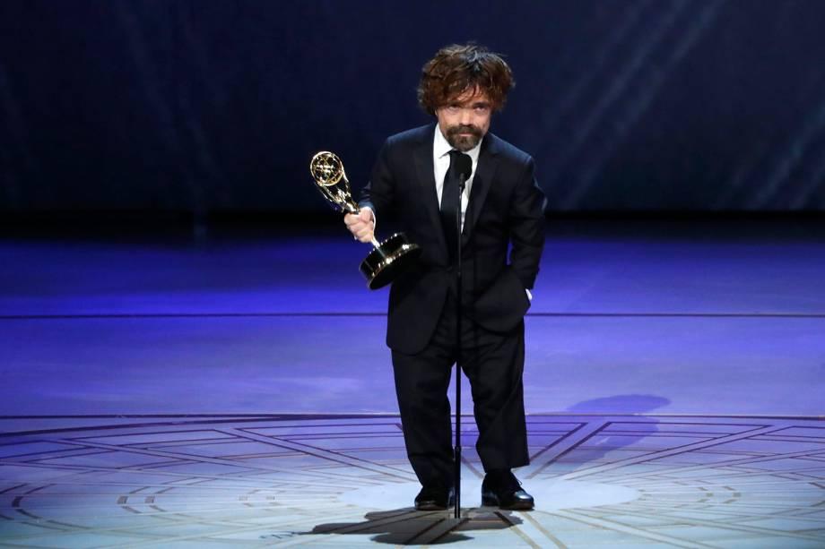 Peter Dinklage vence na categoria de Melhor Ator coadjuvante em série dramática, durante o Emmy Awards - 17/09/2018