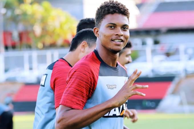 Lucas Ribeiro, lateral do Vitória