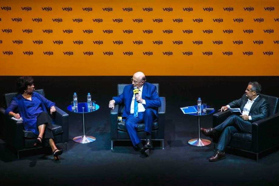 Henrique Meirelles (MDB) foi o quinto presidenciável a ser entrevistado durante o fórum Amarelas Ao Vivo; ele falou com Dora Kramer, colunista, e Mauricio Lima, redator-chefe de VEJA