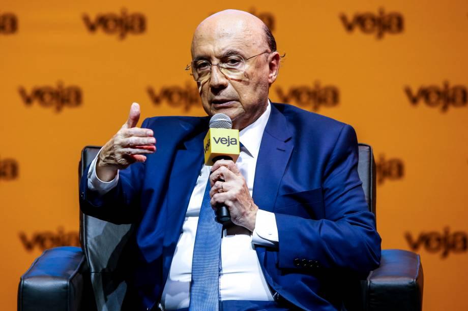 Meirelles<span>criticou a proposta de seu adversário, Ciro Gomes (PDT), de promover a retirada de 63 milhões de brasileiros do SPC (Serviço de Proteção ao Crédito) e disse que isso poderia ter um efeito negativo para o país</span>