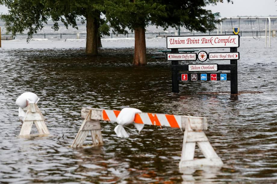 Union Point Park é inundado após a passagem do furacão Florence, em New Bern, cidade localizada no estado americano da Carolina do Norte - 13/09/2018