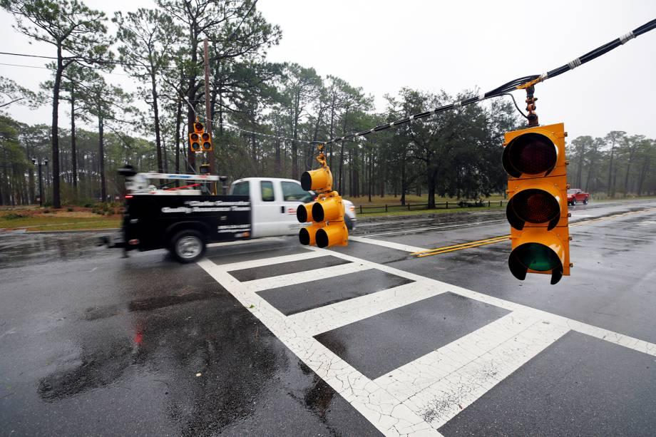 Semáforos são danificados após a passagem do furacão Florence em Wilmington, no estado americano da Carolina do Norte - 14/09/2018