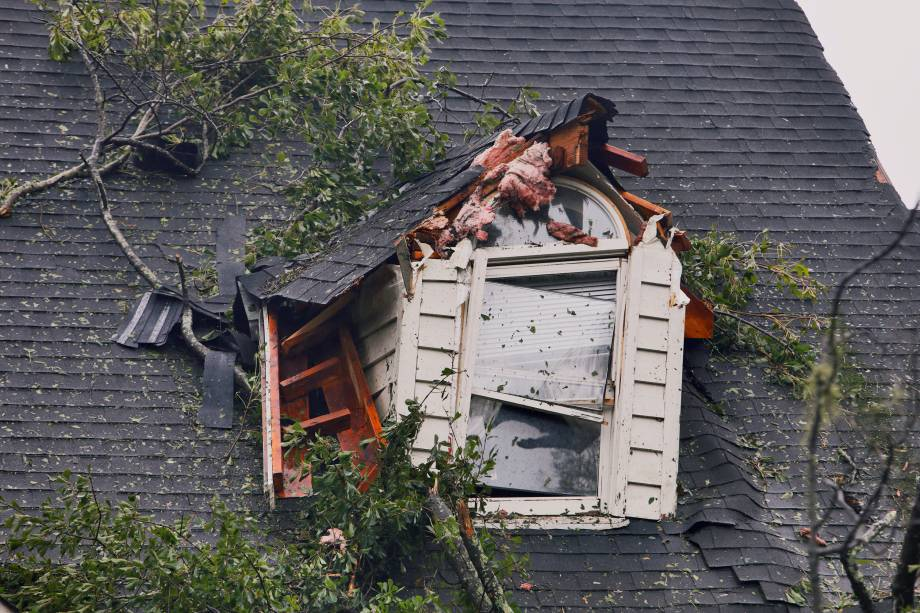 Casa fica destruída após passagem do Furacão Florence em Winnabow, na Carolina do Norte - 15/09/2018
