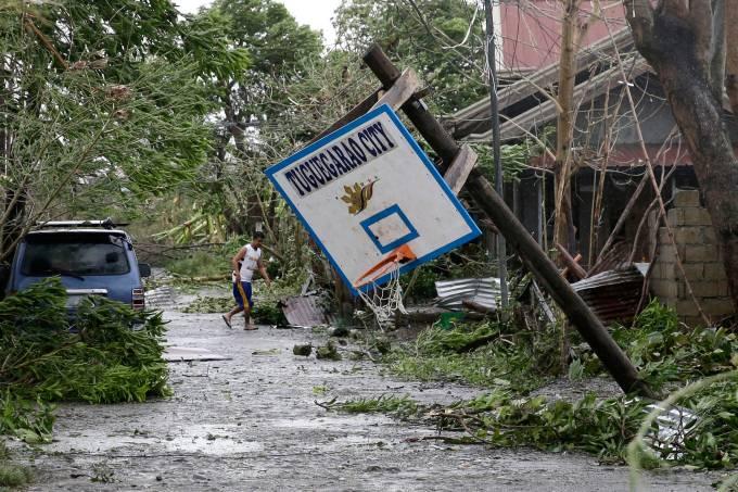 Tufão Mangkhut provoca destruição na Ásia