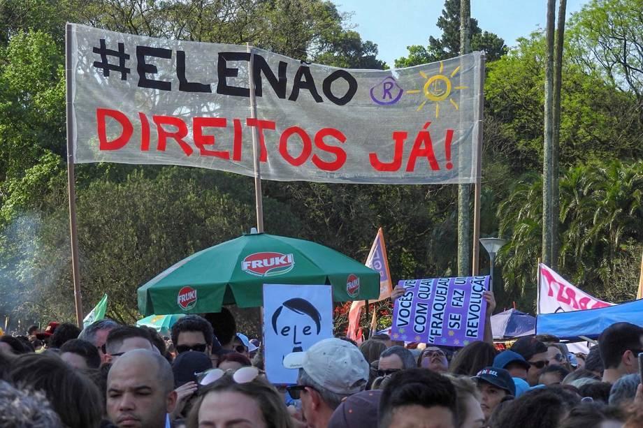 Protesto contra o candidato à presidência da República pelo PSL, Jair Bolsonaro no Parque Farroupilha (Redenção), em Porto Alegre - 29/09/2018