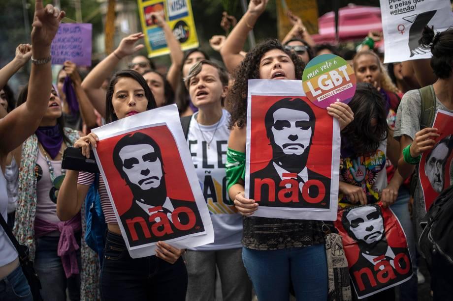 Manifestantes participam de ato contra Jair  Bolsonaro na praça da Cinelândia, Rio de Janeiro - 29/09/2018