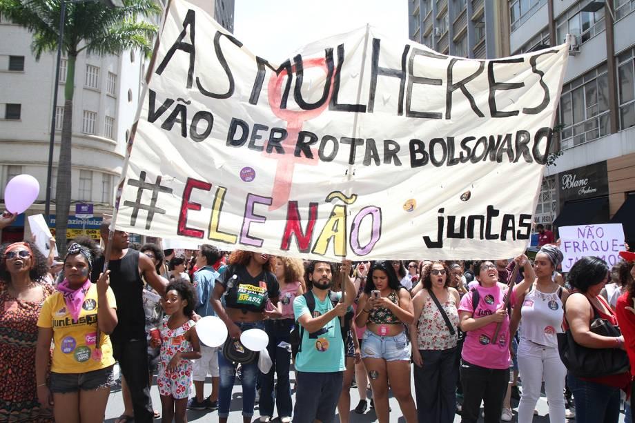 Protesto contra o candidato a Presidencia Jair Bolsonaro (PSL) é realizado no centro de Campinas, interior de São Paulo - 29/09/2018