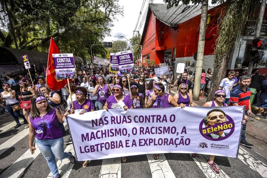 Protesto contra o presidenciável Jair Bolsonaro (PSL) na praça Afonso Pena, no centro de São José dos Campos, em São Paulo - 29/09/2018