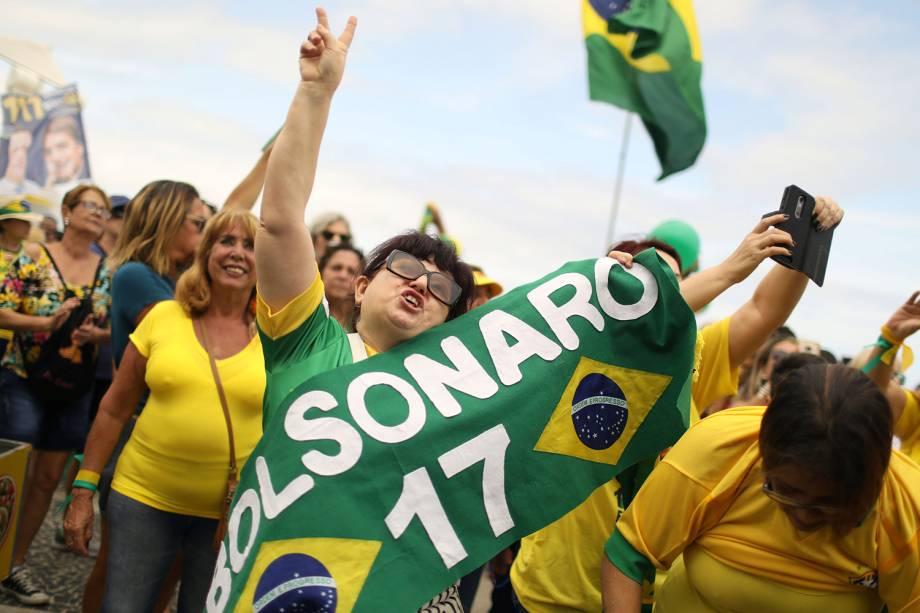Apoiadores de Jair Bolsonaro realizam ato na praia de Copacabana no Rio de Janeiro - 29/09/2018