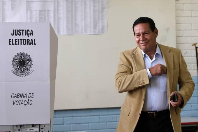 Hamilton Mourão vota em Brasília