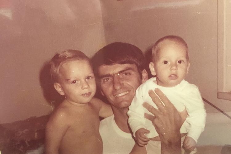 Jair Bolsonaro com seus filhos Flávio e Carlos
