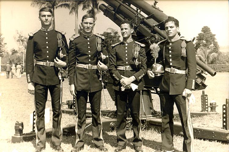 Na década de 70, Bolsonaro deixou o interior paulista para ingressar na Escola Preparatória de Cadetes do Exército, no Rio.