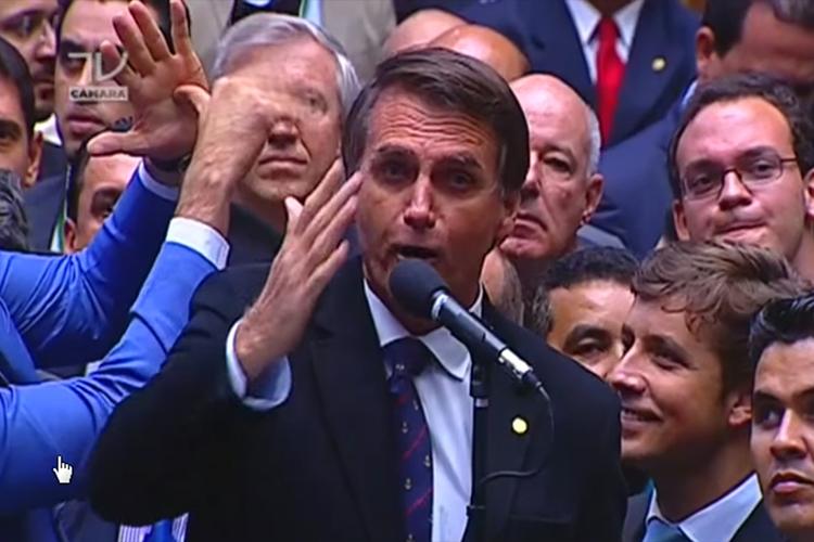"""Em seu discurso pela cassação da então presidente Dilma Rousseff (PT), Bolsonaro parabenizou o então presidente da Câmara dos Deputados, Eduardo Cunha (MDB), e dedicou o voto à """"memória do coronel Carlos Alberto Brilhante Ustra, o pavor de Dilma Rousseff"""". Chefe dos órgãos de repressão da ditadura militar, Ustra (1932-2015) chegou a ser condenado em 2008, em primeira instância, por sequestro e tortura. - 17/04/2016"""