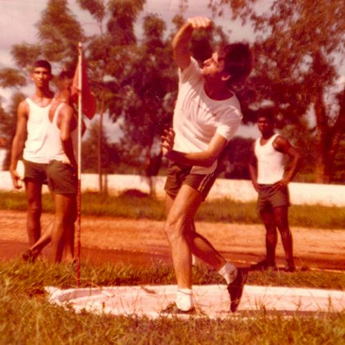 Jair Bolsonaro realiza exercícios militares