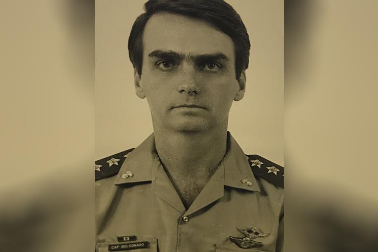 Entre 1979 e 1981, serviu na cidade de Nioque, no Mato Grosso do Sul. Chegou à patente de capitão, posição intermediária no Exército.