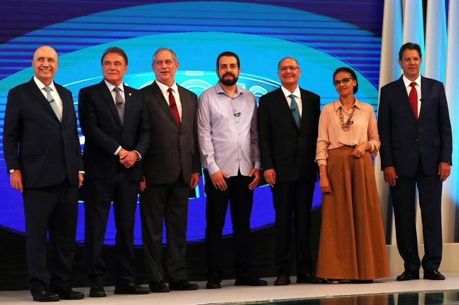 Henrique Meirelles (MDB), Alvaro Dias (Podemos), Ciro Gomes (PDT), Guilherme Boulos (PSOL), Geraldo Alckmin (PSDB), Marina Silva (Rede) e Fernando Haddad (PT), posam para foto antes do debate presidencial realizado pela TV Globo - 04/10/2018