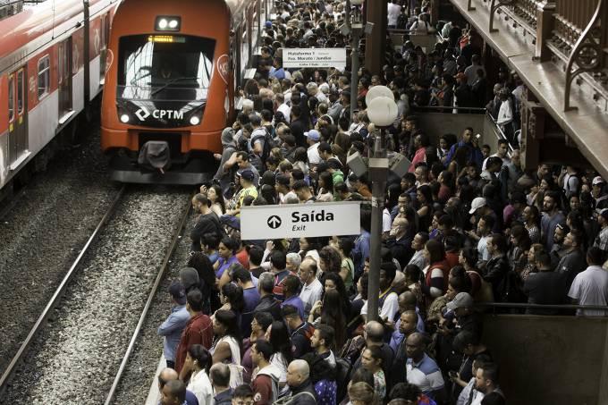 Chuvas fortes em São Paulo causam problemas linha 7-Rubi da CPTM