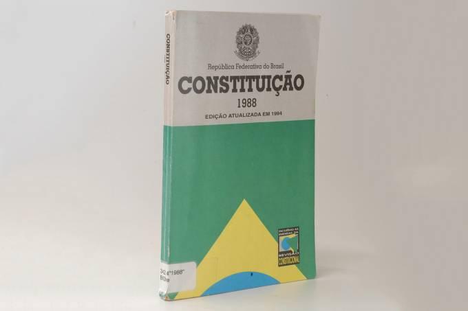 Capa do livro da Constituição, de 1988