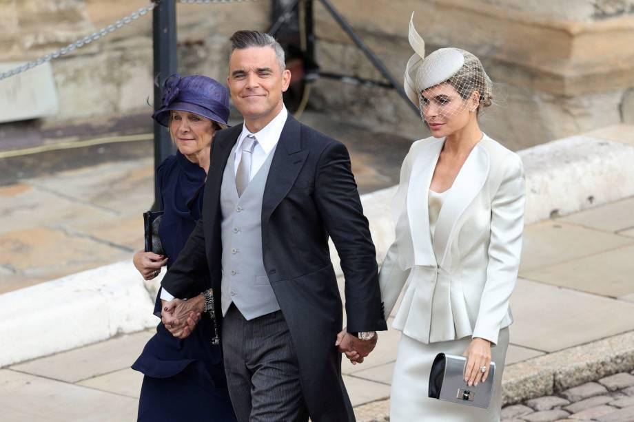 Robbie Williams e Ayda Field chegam para o casamento da Princesa Eugenie com Jack Brooksbank na Capela de São Jorge em Windsor - 12/10/2018