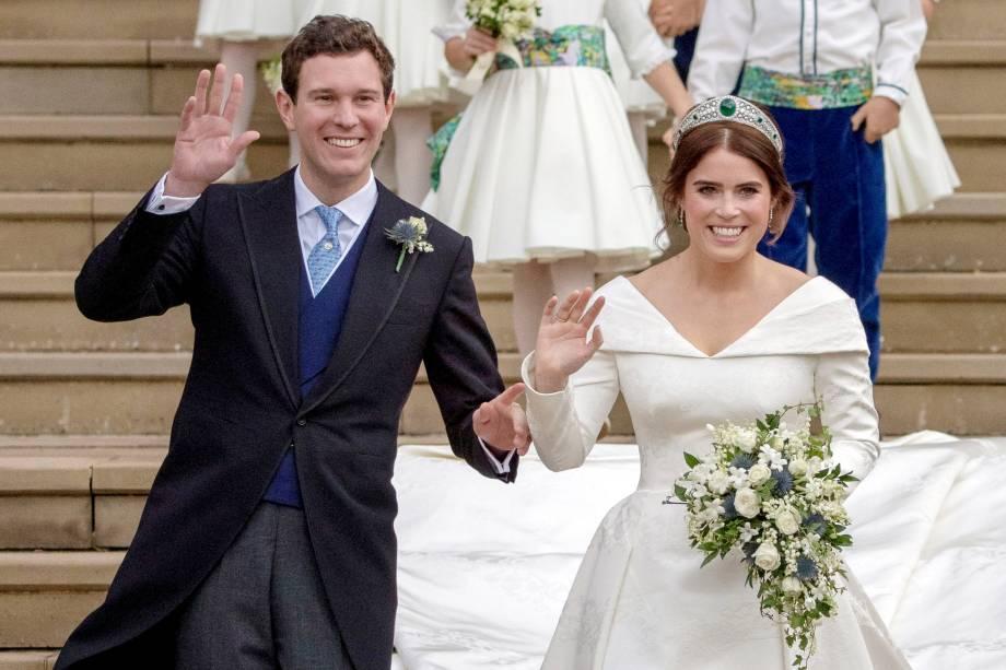 Princesa Eugenie e Jack Brooksbank deixam a Capela de São Jorge no Castelo de Windsor após o casamento -12/10/2018