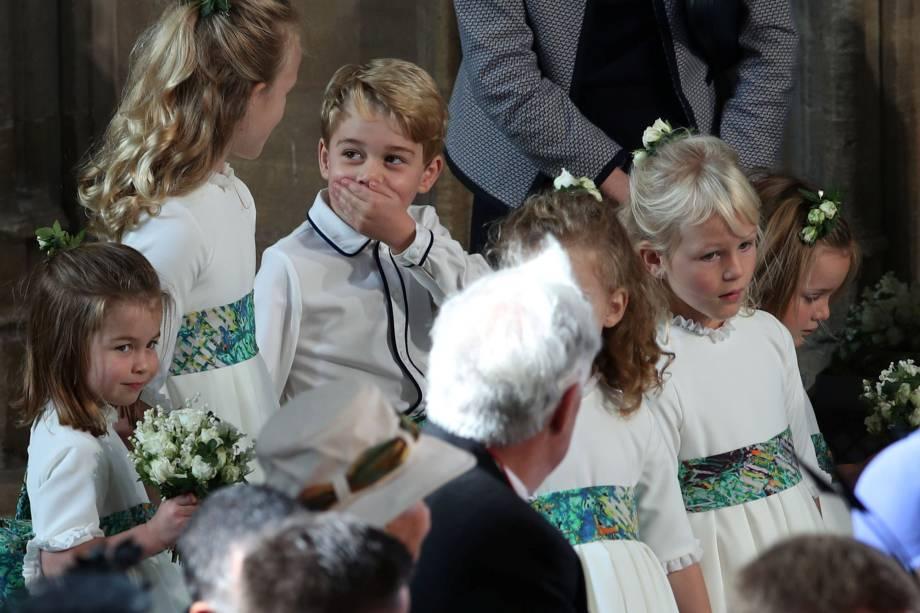 O príncipe George e a princesa Charlotte acompanham o grupo de pajens durante o casamento da princesa Eugenie com Jack Brooksbank na capela de São Jorge no castelo de Windsor - 12/10/2018