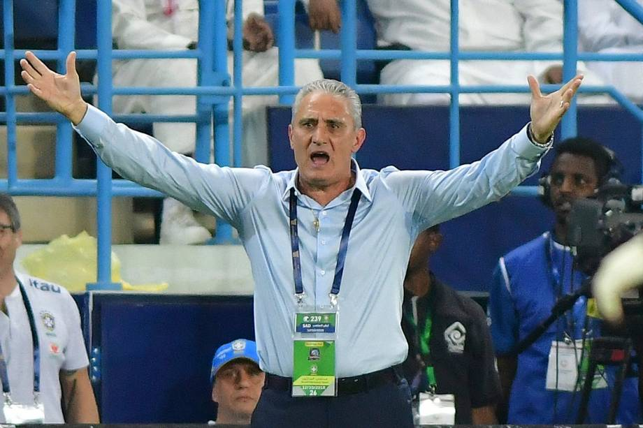 O técnico Tite reage durante o amistoso do Brasil contra a Arábia Saudita, no estádio King Saud University, em Riade - 12/10/2018