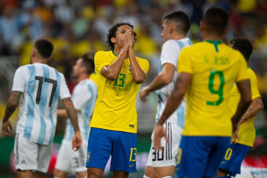 Marquinhos (centro) lamenta após finalização perdida durante partida entre Brasil e Argentina, válida pelo Superclássico das Américas - 16/10/2018