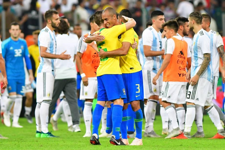 Miranda comemora com seus companheiros após a vitória sobre a Argentina por 1 a 0, após partida válida pelo Superclássico das Américas - 16/10/2018