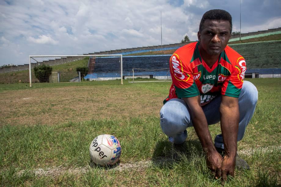 Capitão, ex-jogador e ídolo da Portuguesa, posa para foto no Estádio Municipal Pedro Benedetti, em Mauá (SP) - 03/10/2018