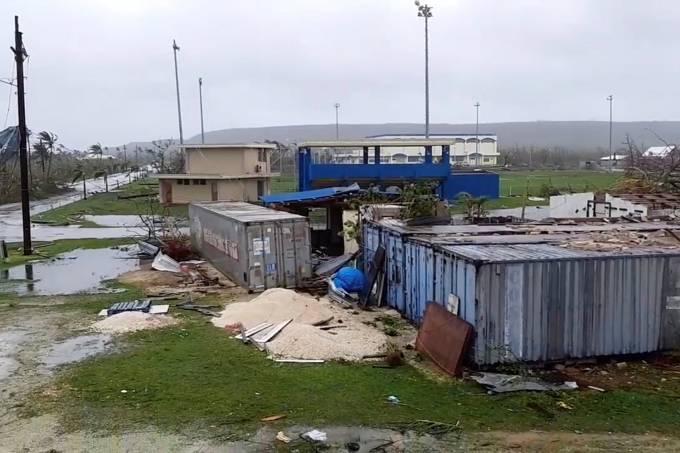 Tufão de categoria 5 arrasa território dos EUA no Pacífico