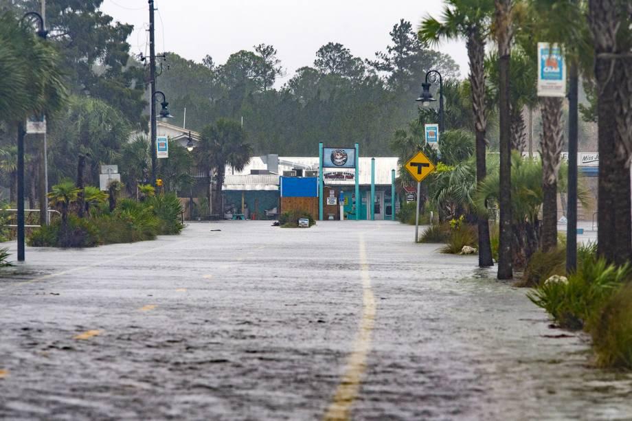 Ruas da cidade de  Saint Marks, na Flórida, são vistas alagadas após a passagem do furacão Michael - 10/10/2018