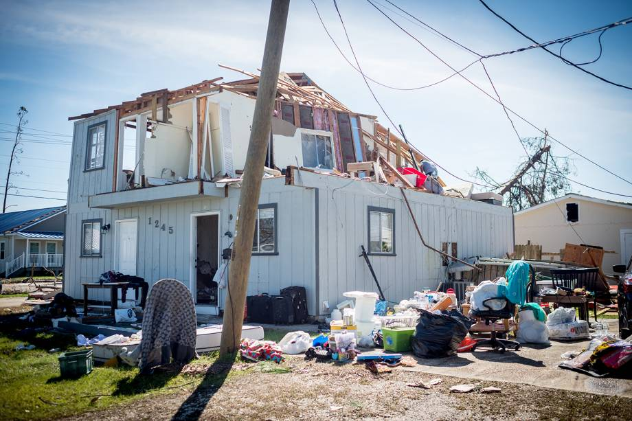 Residência é destruída após a passagem do furacão Michael em Panama City, cidade localizada no estado americano da Flórida - 11/10/2018