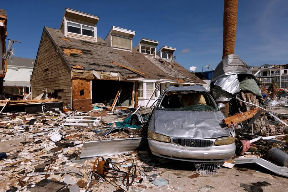 Casa e veículo são destruídos após a passagem do furacão Michael em Mexico Beach, Flórida - 11/10/2018