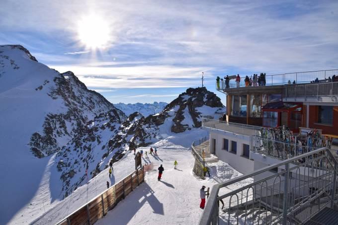 ski-resort-1939653_1920