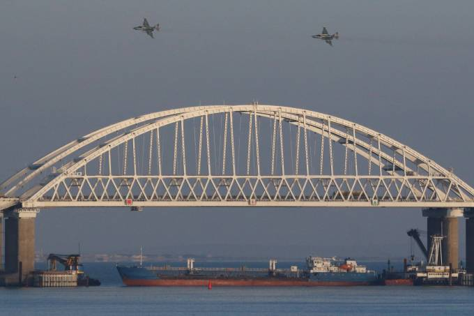 onte que conecta área continental russa à Crimeia