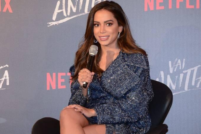 Anitta em coletiva de imprensa de 'Vai Anitta', sua série documental da Netflix