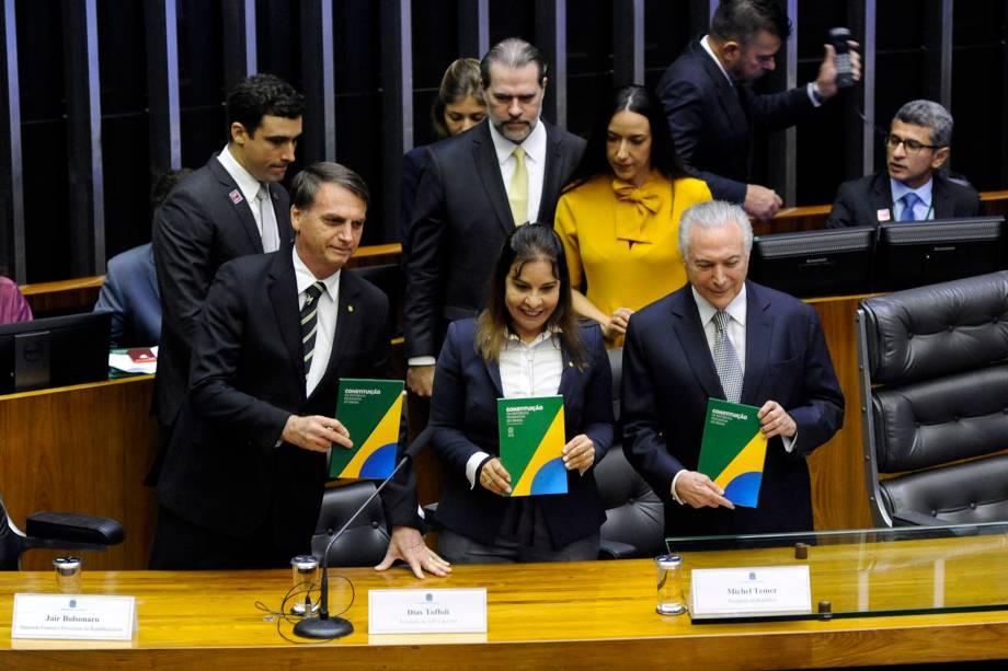 O presidente eleito Jair Bolsonaro participa ao lado do presidente Michel Temer da sessão solene do Congresso Nacional destinada a comemorar os 30 anos da Constituição Cidadã - 06/11/2018